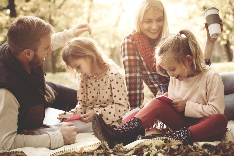 Małych siostr kolorystyki książka obraz stock