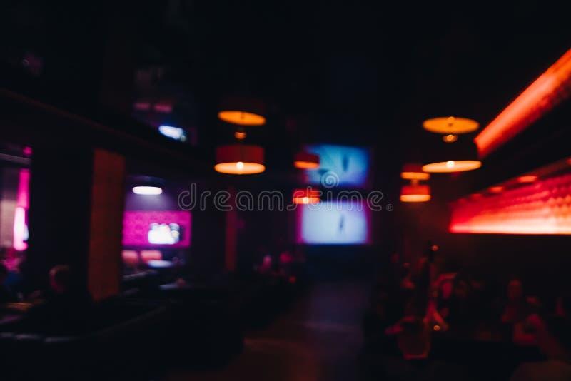 Mażący i rozmyty tło nocy inerfere ciemna kawiarnia zdjęcia stock