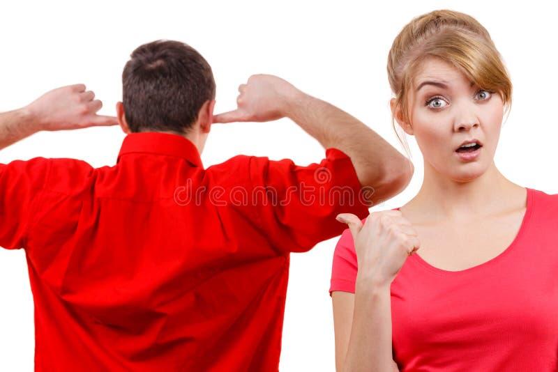 ma argument para Mężczyzna i kobieta w nieporozumieniu zdjęcie royalty free