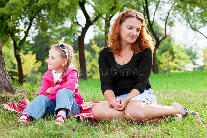 Ma bełt macierzysta i mała córka zdjęcia royalty free