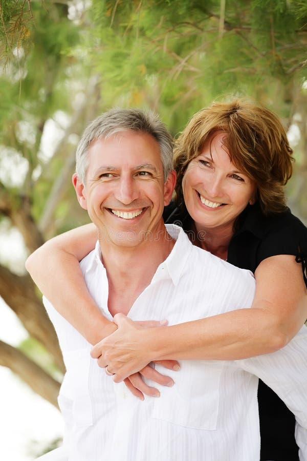 ma dojrzałego pary piękna zabawa zdjęcia royalty free