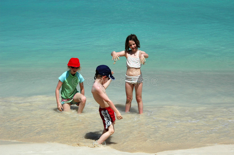 ma dziecko plażowa zabawa obraz stock