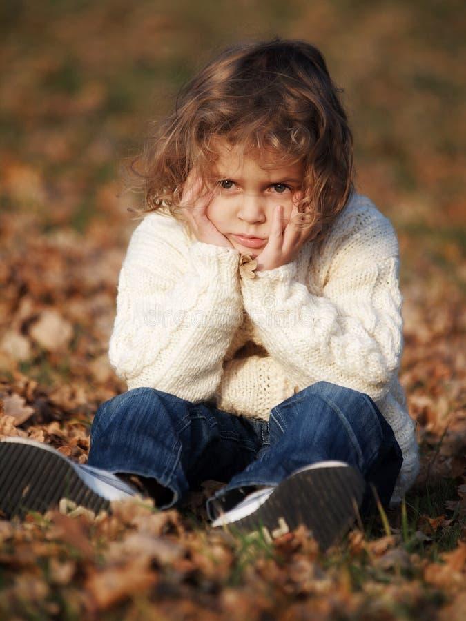 Download Mała dziewczynka obraz stock. Obraz złożonej z jesienny - 26174851