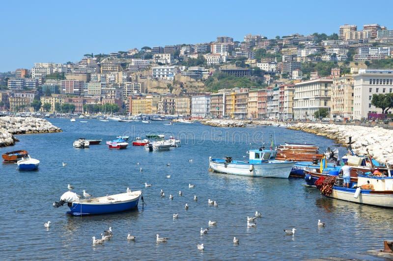 Ma?e ?odzie rybackie w porcie Naples obrazy royalty free