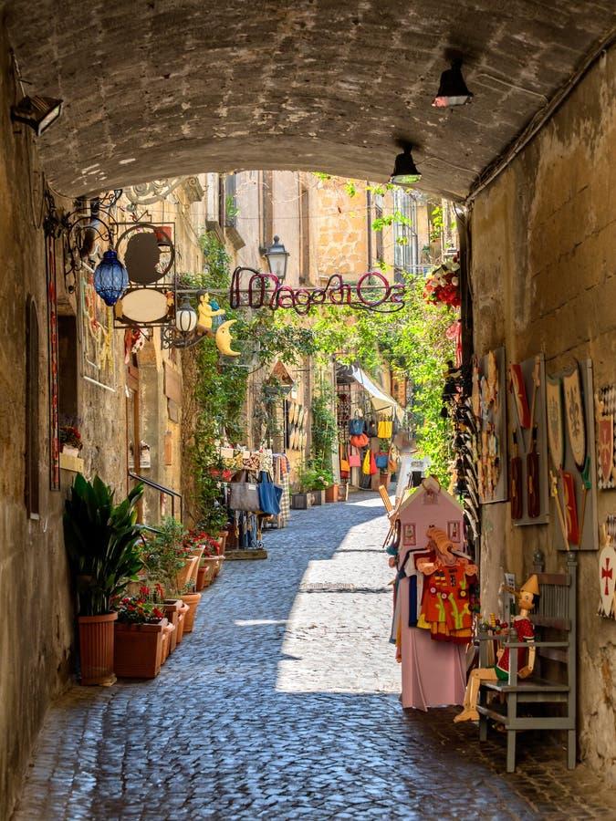 Download Małe Ulicy W Orvieto W Umbria Zdjęcie Stock - Obraz złożonej z malowniczy, miasteczko: 57650554