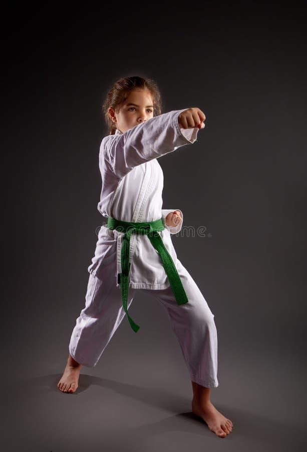 Ma?a Karateka dziewczyna zdjęcia royalty free