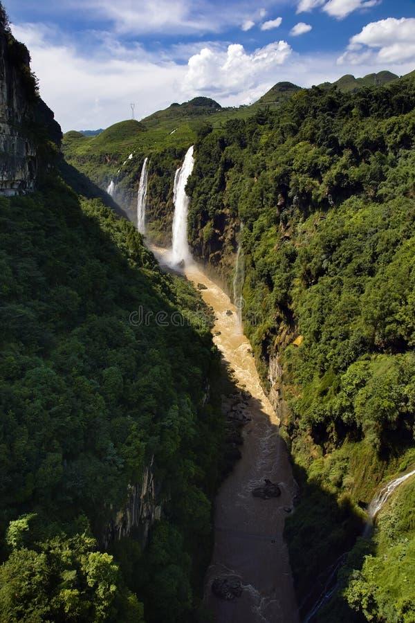 Download MA linghe Wasserfall stockfoto. Bild von frühling, wasserfälle - 9099538