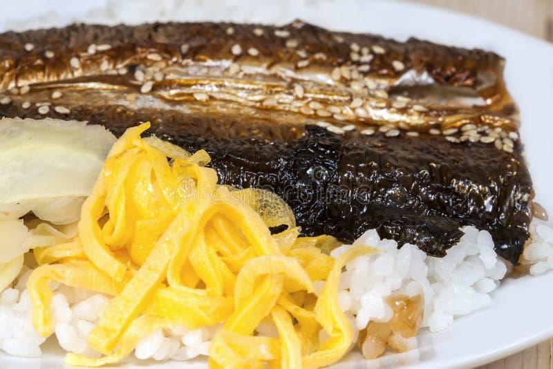 Download Ma Ryba Piec Na Grillu Ryba Obraz Stock - Obraz złożonej z żywienioniowy, jesienny: 53783595