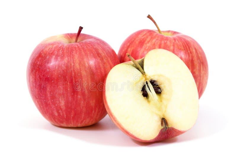 Ma?? vermelha isolada no fundo branco Apple cortou isolado A fatia vermelha da maçã isolou-se foto de stock