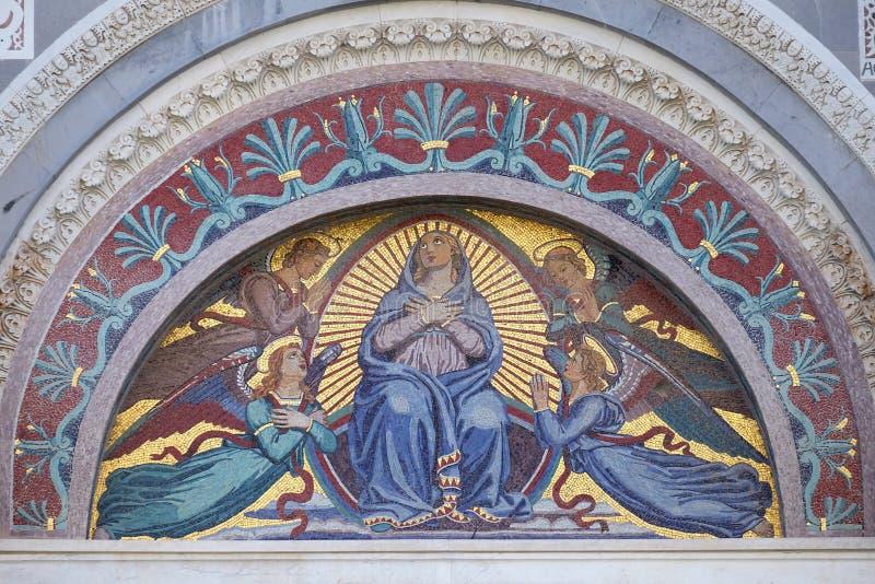 Maagdelijke Mary omringde door engelen stock fotografie