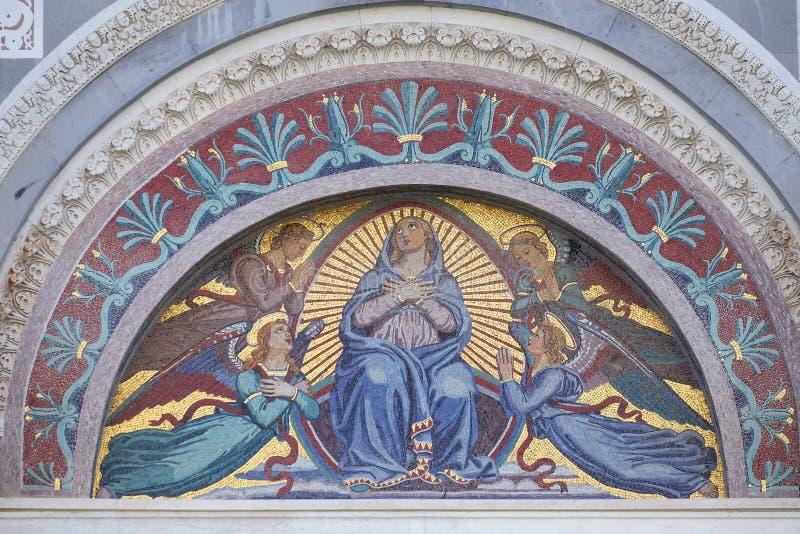 Maagdelijke Mary omringde door engelen royalty-vrije stock afbeelding