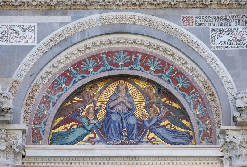 Maagdelijke Mary omringde door engelen royalty-vrije stock foto