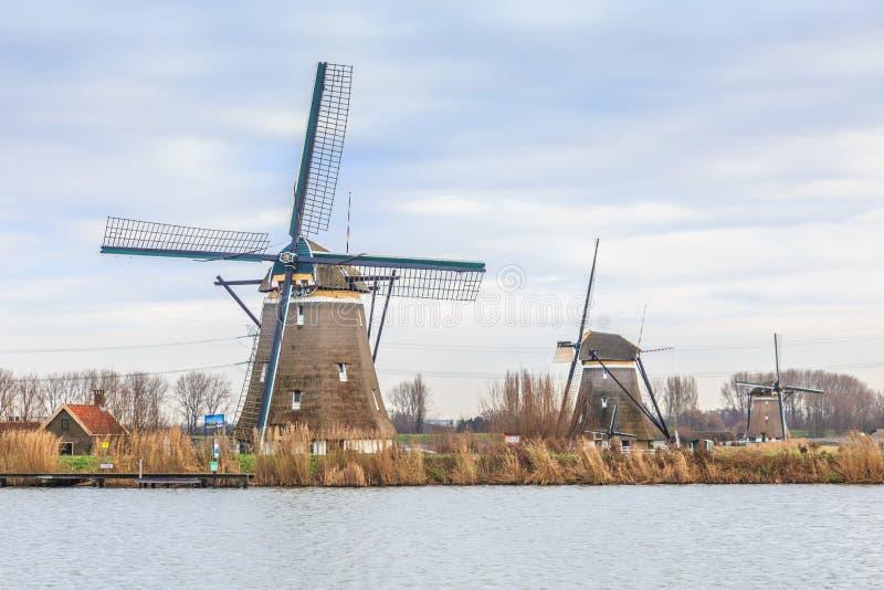 Maalt 1, 2 en 3 langs de Rotte-Rivier in Zuid-Holland voor het ontwateren van de polders stock foto's