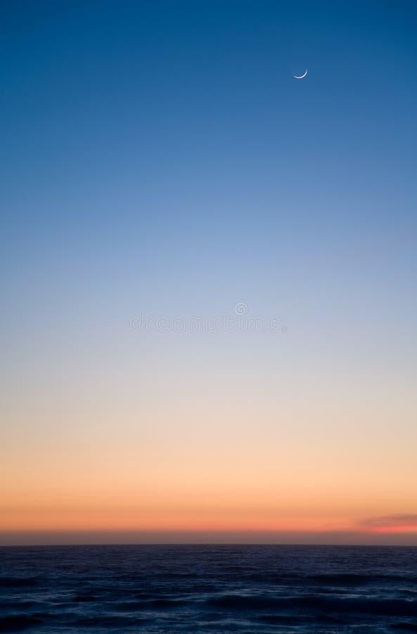 Maan bij zonsondergang royalty-vrije stock fotografie