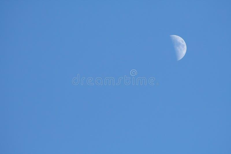Maan op de hemel royalty-vrije stock foto's