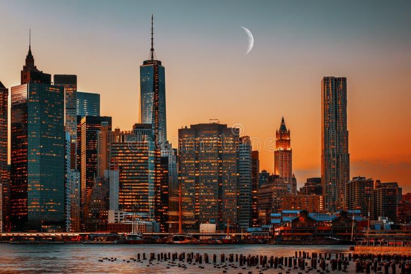 Maan over Manhattan stock fotografie