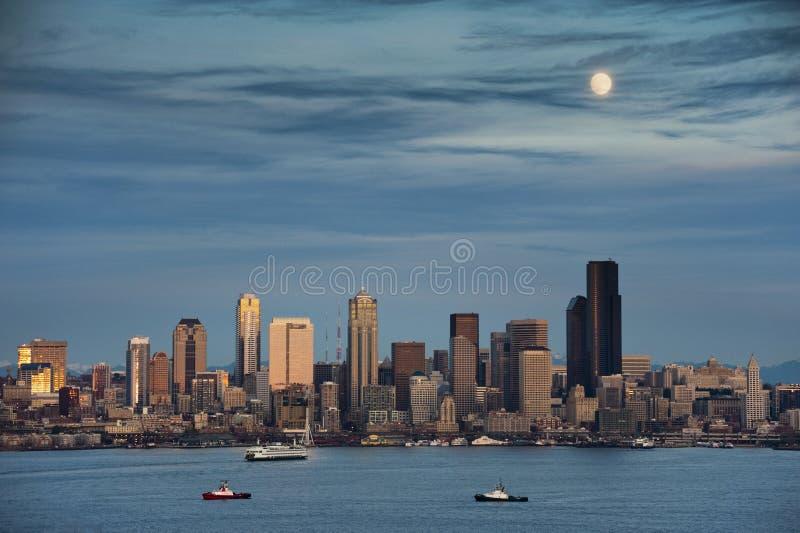 Maan over Seattle royalty-vrije stock afbeelding