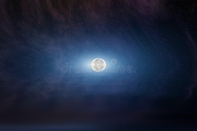 Maan in sterrige nachthemel stock fotografie