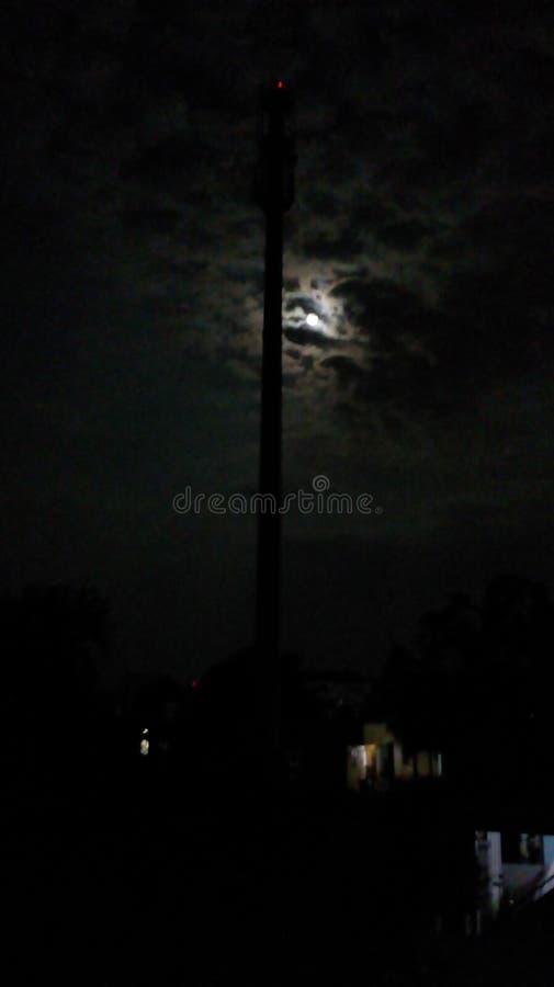 Maan, wolken en Toren stock fotografie