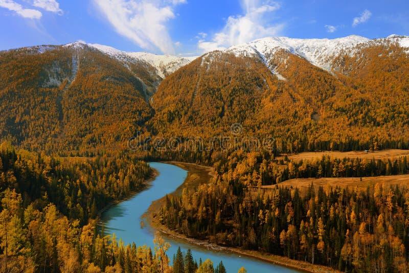Maanbaai in Kanas Xinjiang China stock afbeelding