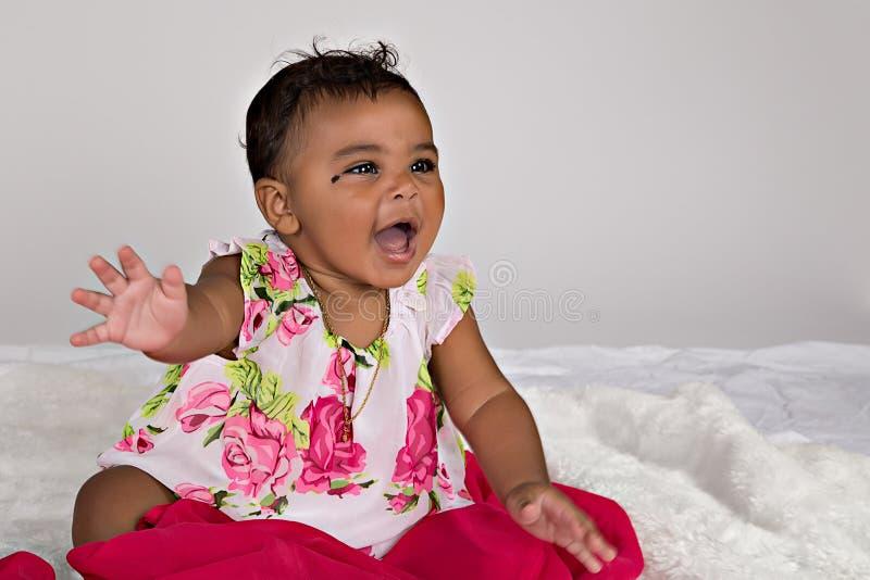 7 maand het oude baby glimlachen royalty-vrije stock foto