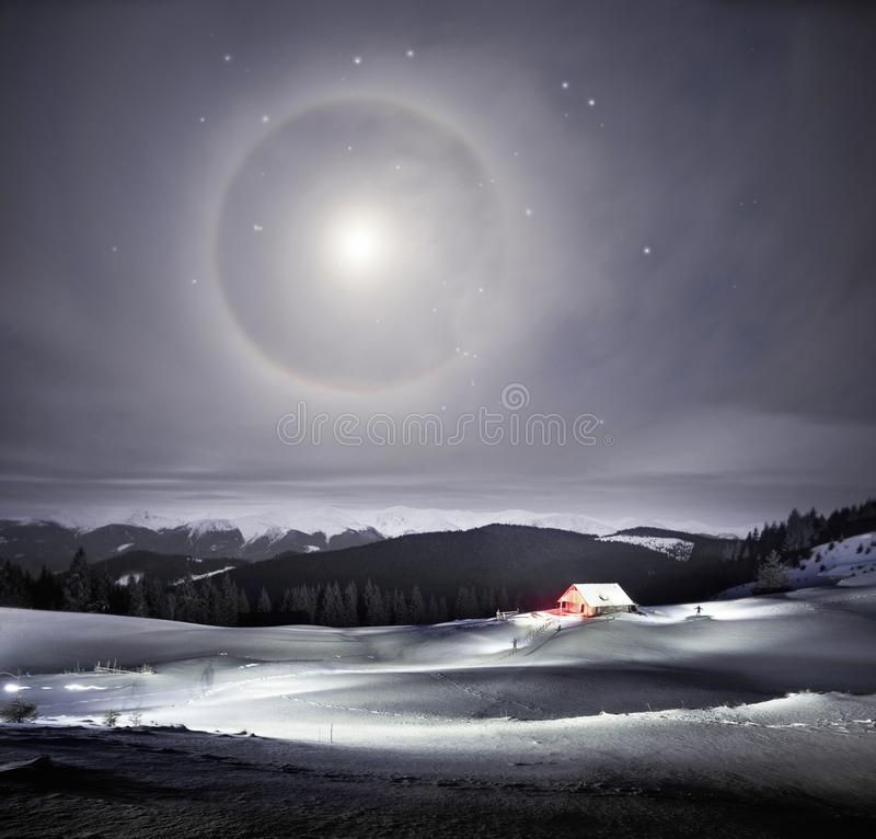 Maanhalo in de Alpen royalty-vrije stock fotografie