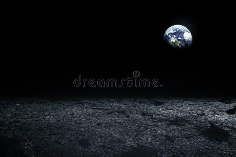 Maanoppervlakte en Aarde op de horizon Ruimtekunstfantasie zwart stock fotografie