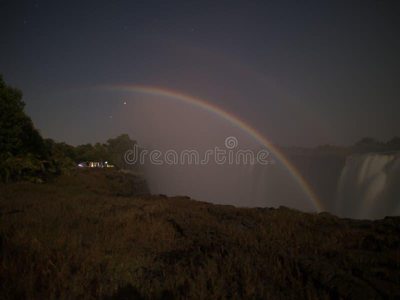 Maanregenboog in Victoria Falls van de kant van Zimbabwe stock foto