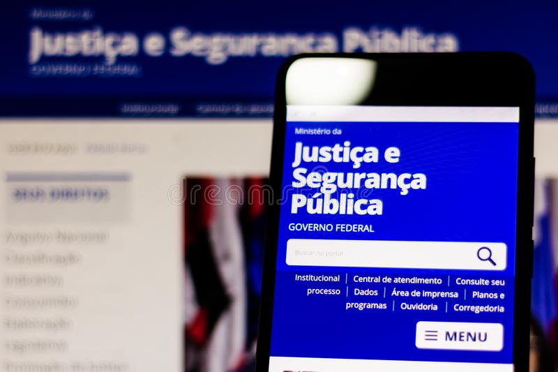 10 maart, 2019, Brazilië Homepage van het Ministerie van justitie en de Openbare Veiligheid van Brazilië op het scherm van het mo royalty-vrije stock fotografie