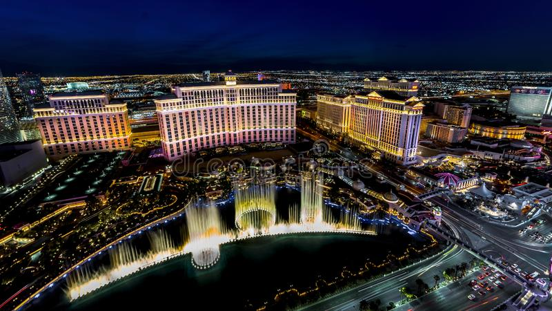 2 MAART, 2019 - Las Vegas, Nevada, de V.S. - Panorama van Las Vegas Nevada bij nacht met neon van de vlek van de de Torenmening v stock fotografie
