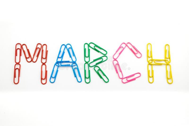 Maart-maand, woord van kleurrijke paperclippen wordt gemaakt die royalty-vrije stock fotografie
