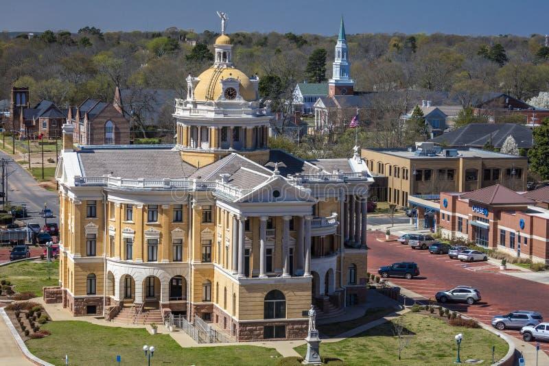 6 MAART, 2018 - MARSHALL TEXAS - Marshall Texas Courthouse en townsquare, Harrison County Staten, gerechtsgebouw royalty-vrije stock foto
