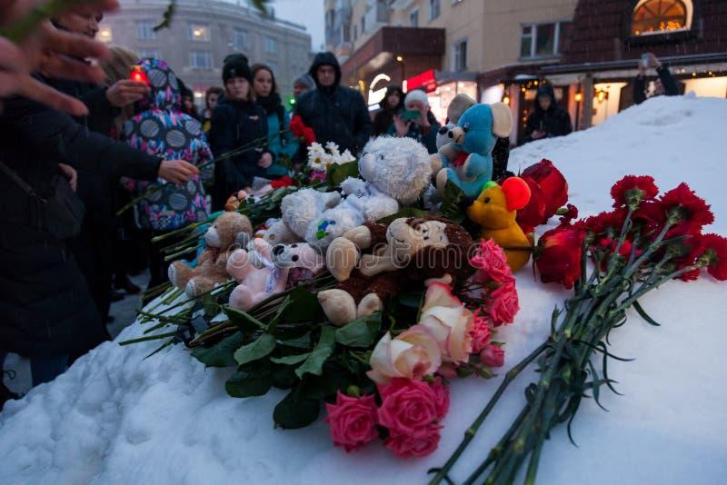 27 Maart 2018, RUSLAND, VORONEZH: De actie van het herdenken van de slachtoffers van de brand in het winkelcentrum in Kemerovo royalty-vrije stock fotografie