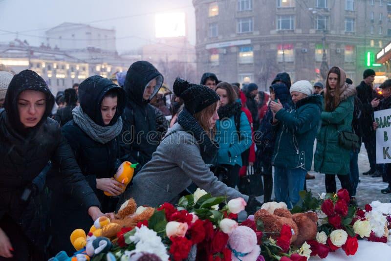 27 Maart 2018, RUSLAND, VORONEZH: De actie van het herdenken van de slachtoffers van de brand in het winkelcentrum in Kemerovo royalty-vrije stock foto