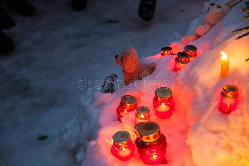 27 Maart 2018, RUSLAND, VORONEZH: De actie van het herdenken van de slachtoffers van de brand in het winkelcentrum in Kemerovo royalty-vrije stock afbeelding