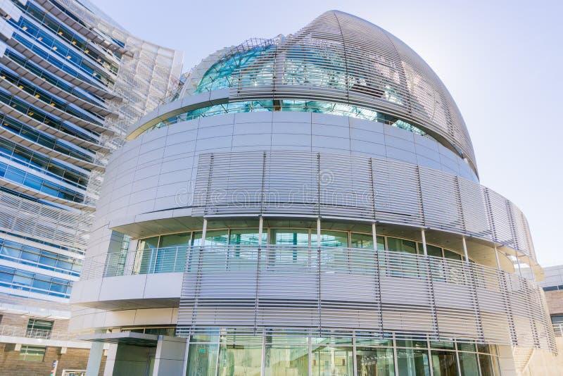 14 maart, 2017, San Jose, California/USA - sluit omhoog van de moderne Stadhuis bouw van San José op een zonnige dag, Silicon Va royalty-vrije stock foto