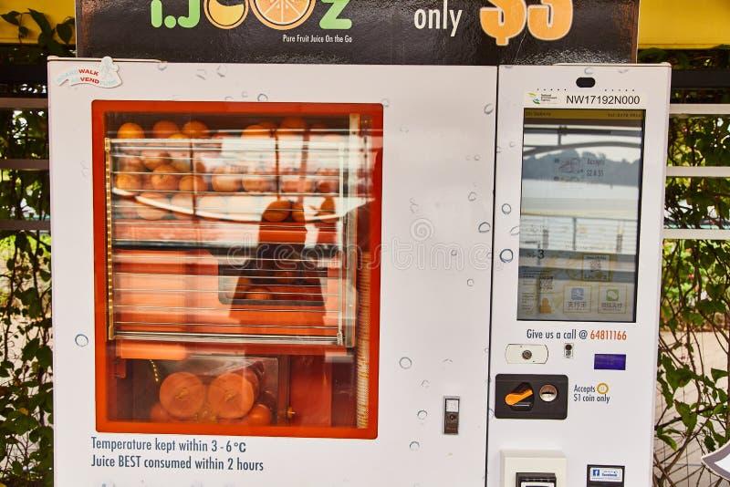 19 maart, 2019 - Singapore: Straatjus d'orange die machine maken royalty-vrije stock afbeelding