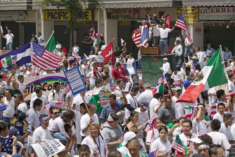 Maart voor Immigranten en Mexicanen stock afbeeldingen