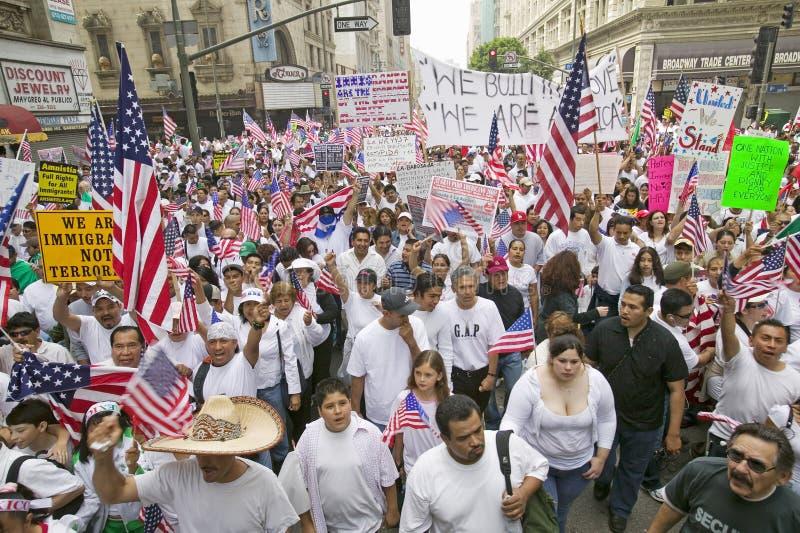Maart voor Immigranten en Mexicanen stock afbeelding