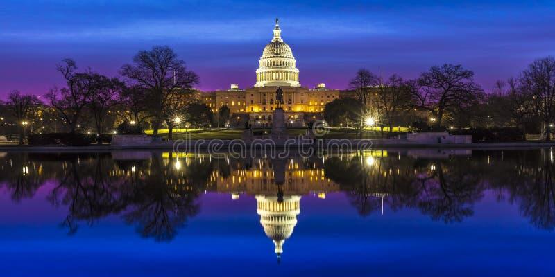 27 MAART, 2018, WASHINGTON D C , U S Capitool die & op Pool, Zonsopgang, Washington, D bouwen wijzen , Witte nacht, royalty-vrije stock afbeeldingen