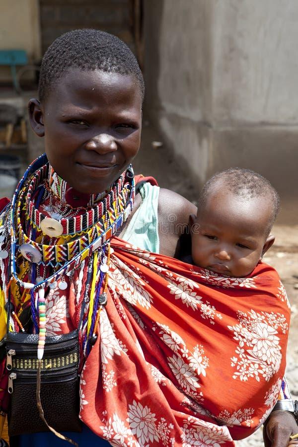 Maasai妇女和孩子 免版税库存图片
