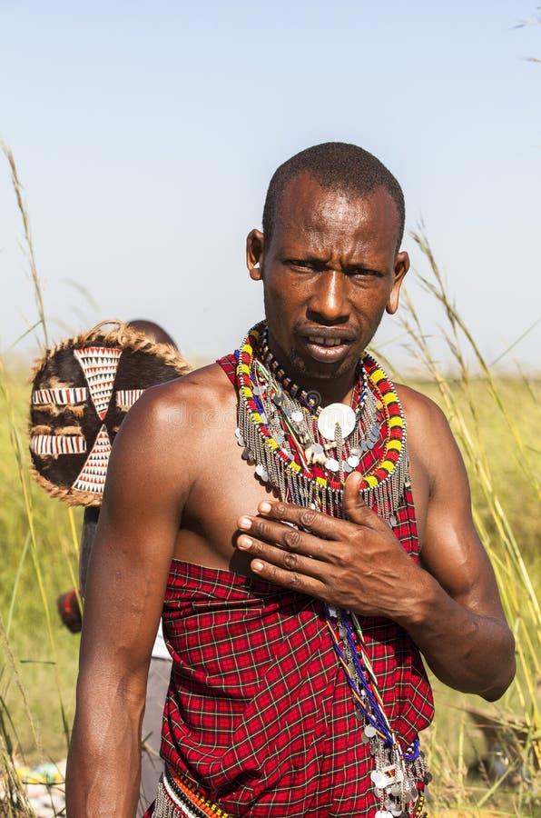 MAASAI-LEUTE IN MASAI-MARA-PARK, KENIA stockfotos
