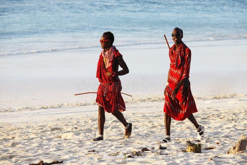 Maasai på stranden royaltyfri bild