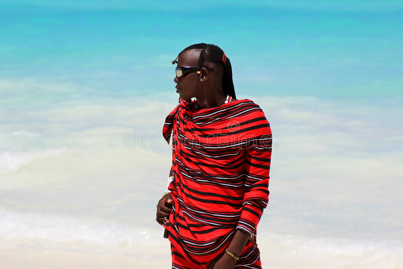Maasai på stranden arkivfoto