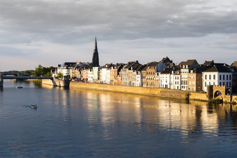 Maastricht Países Bajos y río Maas fotos de archivo libres de regalías