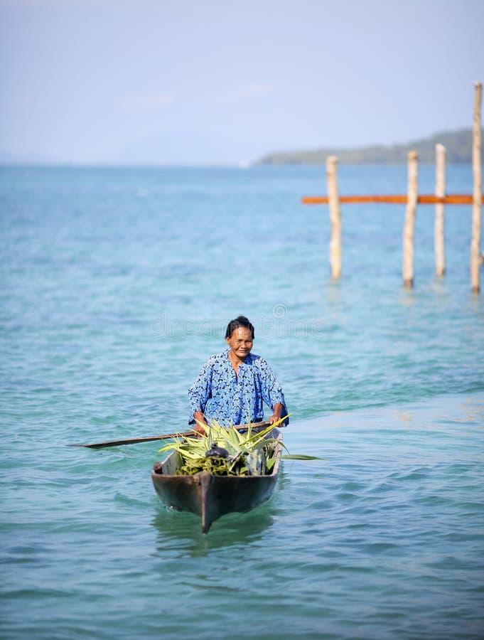 MABUL海岛,沙巴,马来西亚- 3月03 :未认出的海欺骗 免版税库存图片