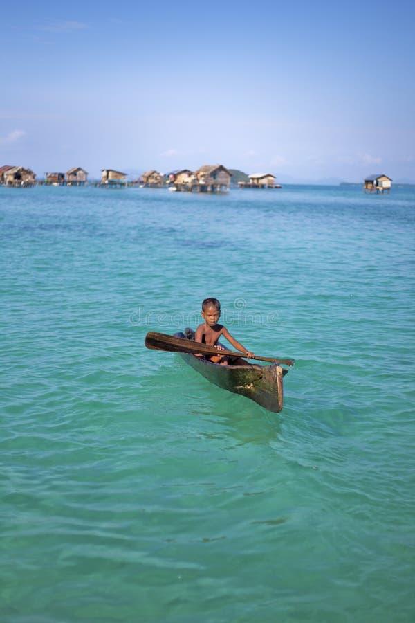 MABUL wyspa, SABAH MALEZJA, MARZEC, - 3: lokalny denny gypsy dzieciaka ochraniacz zdjęcie stock