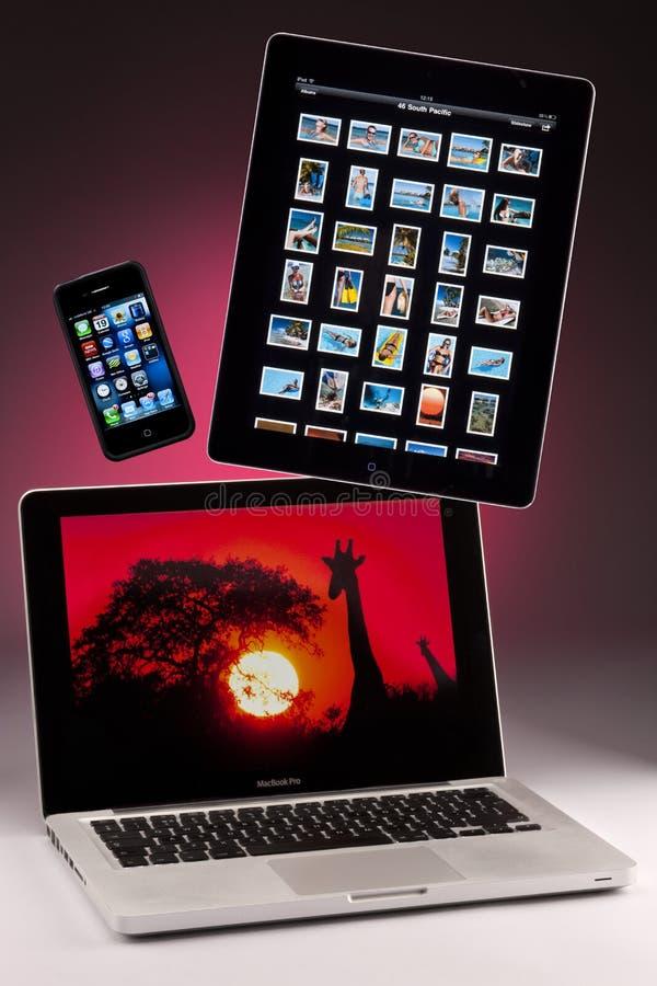 Mac-Buch Pro- iphone 4 - ipad 2 stockbild
