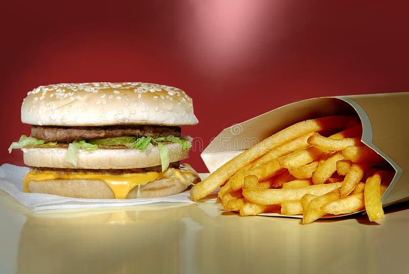Mac grande com fritadas da batata imagem de stock royalty free