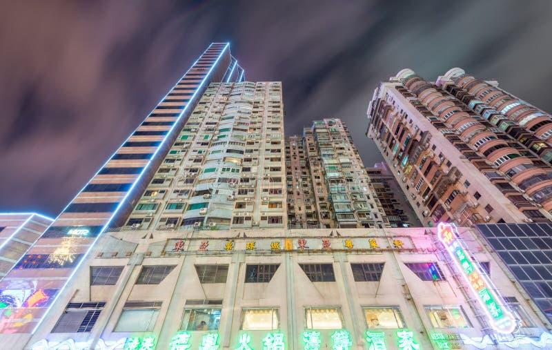 MACAO - APRIL 7, 2014: Populära byggnader i centrum på natten royaltyfri bild